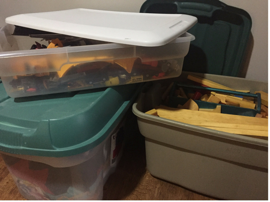 rubbermaid with toys stored